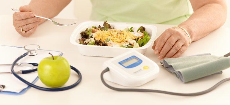 Suiker vervangen beperkt hypotensie na de maaltijd bij senioren