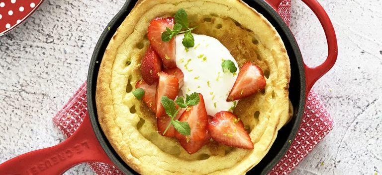 Dutch baby pancakes met aardbeien