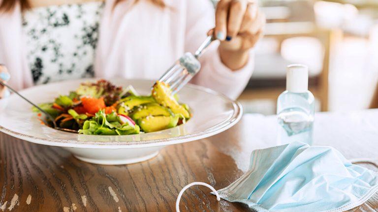 Coronacrisis: 3 op de 10 Belgen eten minder suiker